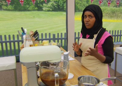 Nadyia explains her decision making process - and I am struck at how clear her explanations often are. Combine that with the 150% facial expressions and I would totally watch a 'Nadyia Bakes' cooking show.
